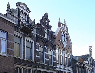 Historisch delfshaven de geschiedenis leeft - Gevels van hedendaagse huizen ...